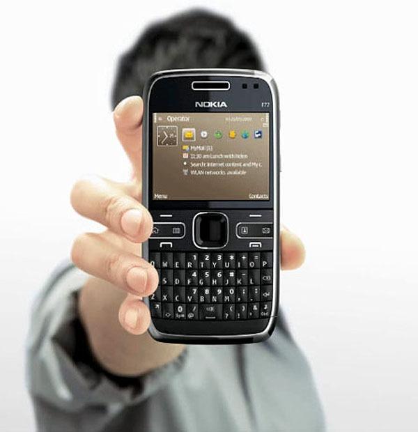 Nokia explica cómo sujetar sus móviles y se burla de los problemas de cobertura del iPhone 4