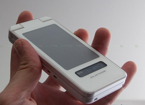 Sharp SH007, móvil con diseño de concha, panel solar de recarga y cámara de 8 megapíxeles