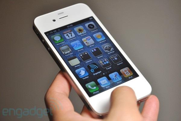 iPhone 4 blanco, Apple anuncia que no estará disponible hasta finales de año