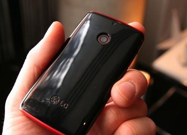 LG Cookie Lite T300, móvil táctil de gama económica y pequeñas dimensiones