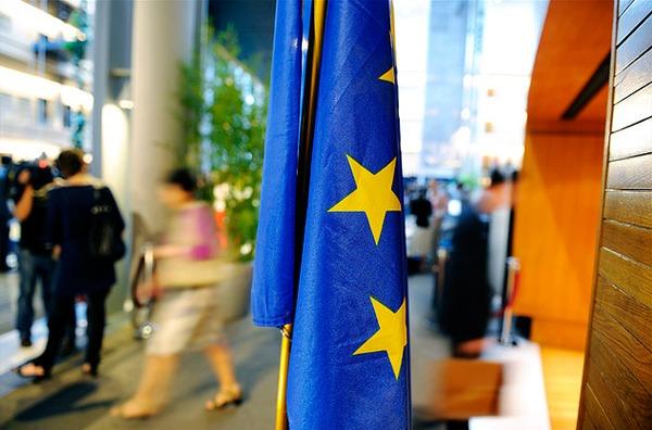 La Unión Europea propone contratos de permanencia de 12 meses
