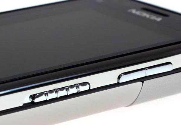 Nokia C6 01 - 5