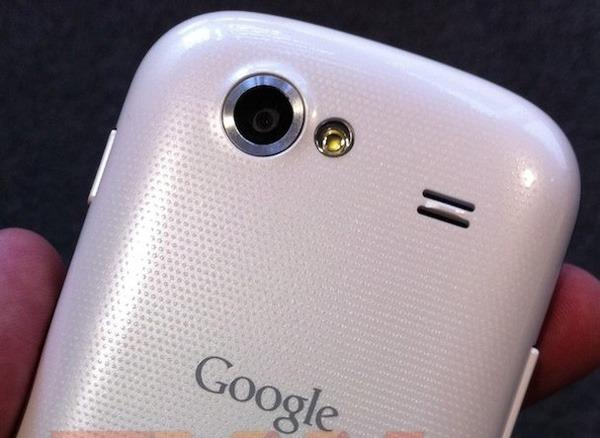 Nexus S blanco, el Nexus S podría llegar en breve a través de Vodafone