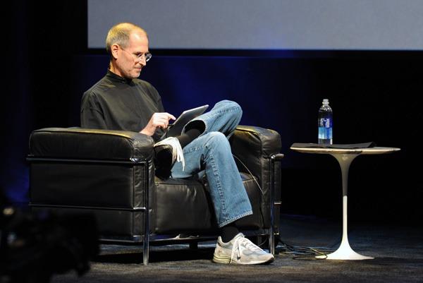 Steve Jobs renuncia a su cargo de consejero delegado de Apple