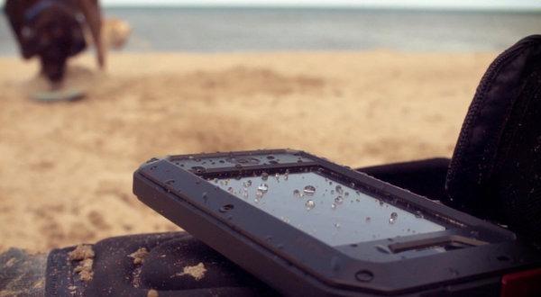 5 tipos de fundas resistentes al agua para móviles