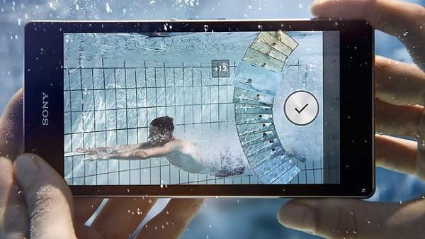 5 móviles que puedes sumergir sin ahogarlos en el intento