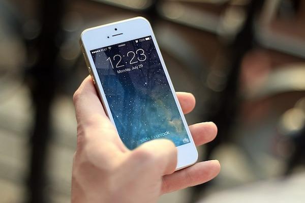 Por qué siempre deberías sujetar tu iPhone con la mano derecha al llamar
