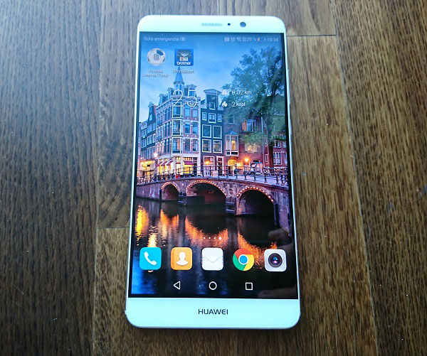 Huawei Mate nueve de frente