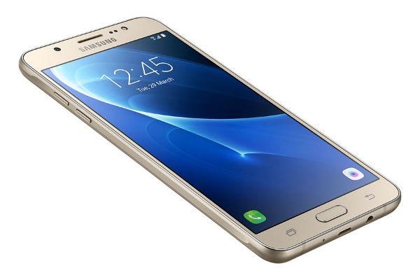 El Samsung Galaxy J7 2016 recibe el parche de seguridad de abril