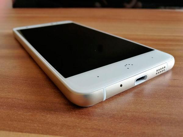 comparativa BQ Aquaris X Pro vs Motorola Moto G5 Plus parte bateria BQ