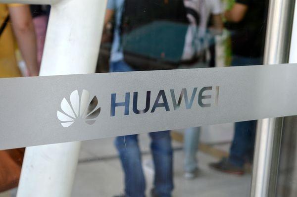 Así son las pruebas de resistencia de los celulares de Huawei