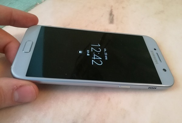 5 celulares de gama media Samsung™ para obsequiar por Navidad