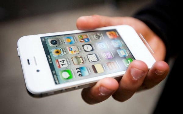 Demandan a Apple por bajar el rendimiento de sus viejos iPhone