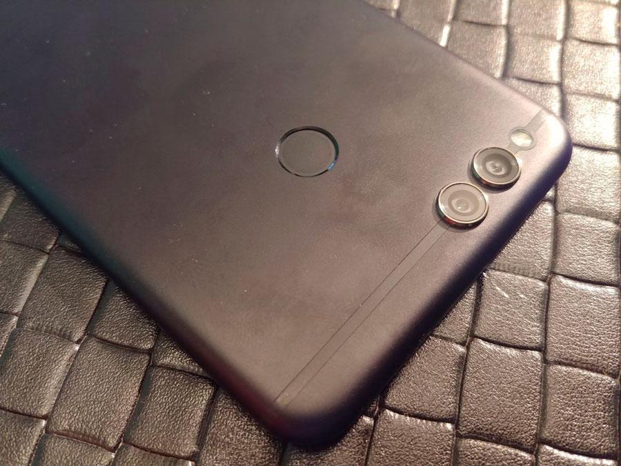 comparativa Huawei P Smart vs Honor 7X diseño Honor 7X