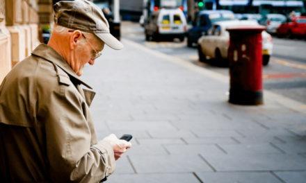 Cinco móviles actuales para personas mayores