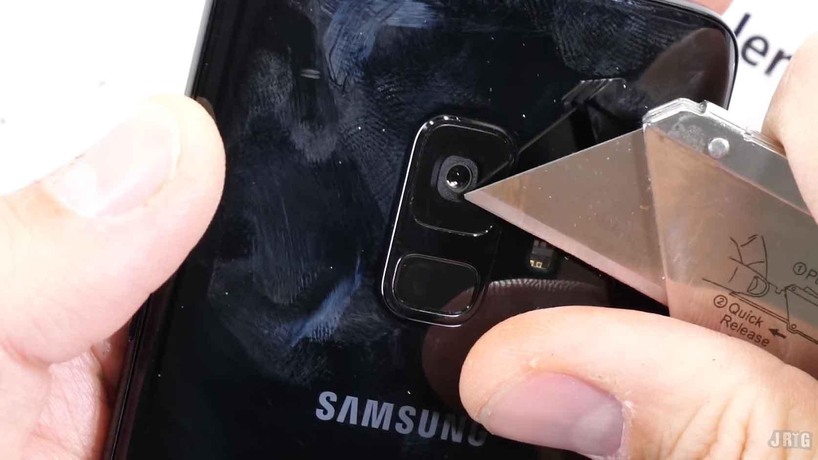 El Galaxy S9 prueba su resistencia a cortes, fuego y maltratos