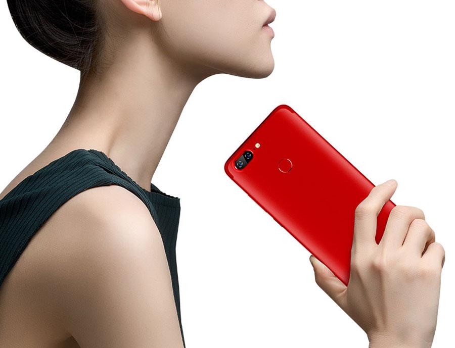 Lenovo presenta un teléfono cuyo frontal sería un 95% pantalla