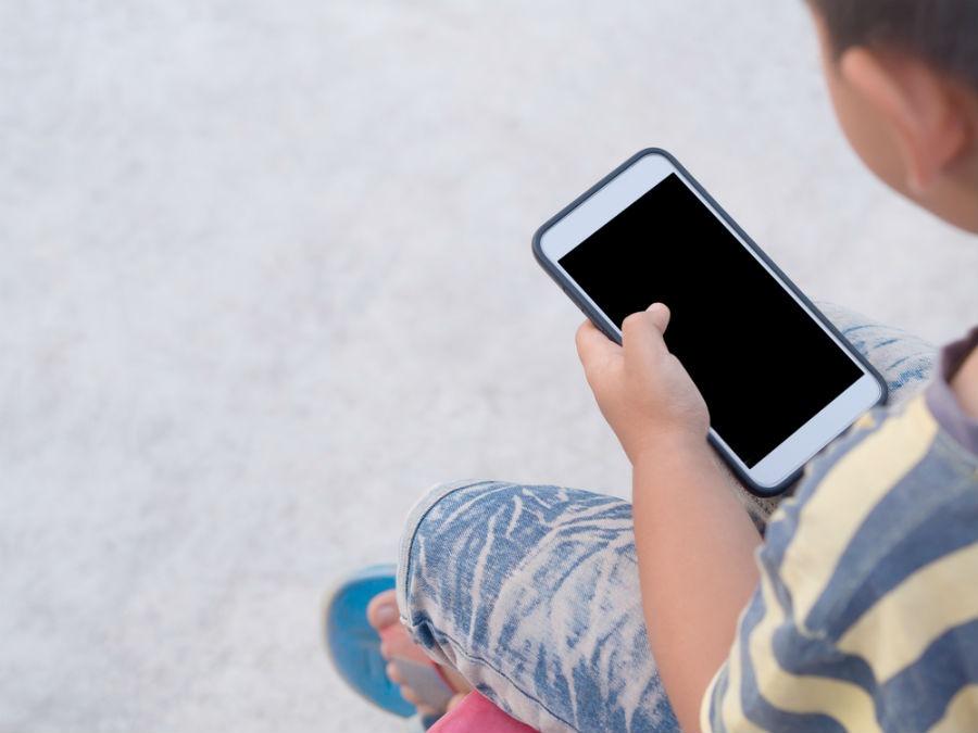 Cómo limitar el uso del móvil a menores