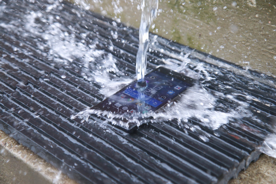 agua xperia z5 premium en el agua