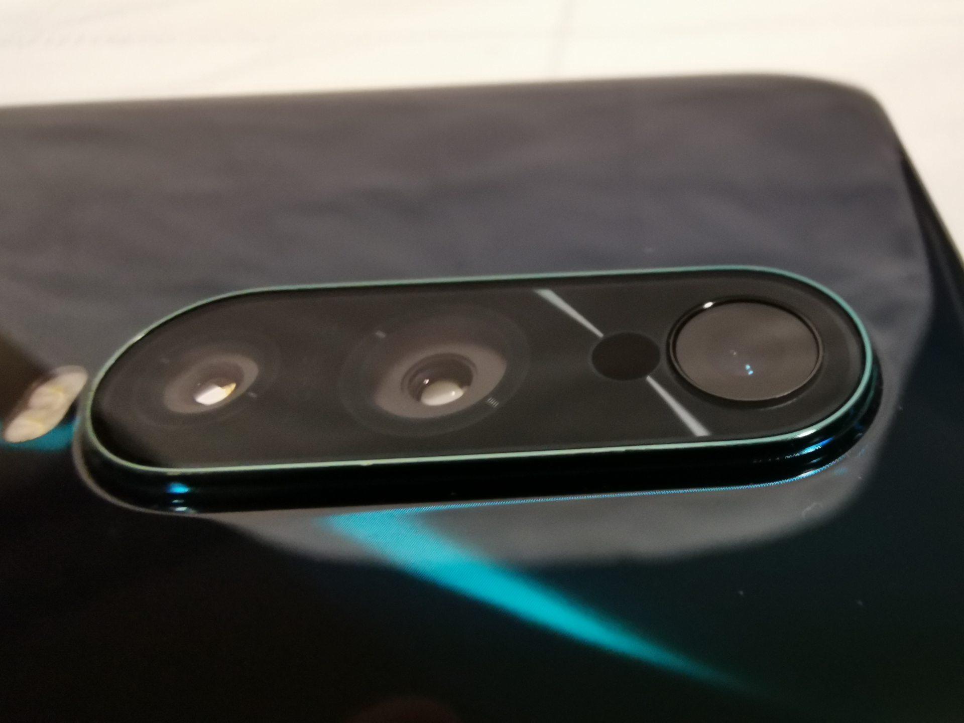 Oppo RX17 Pro, triple cámara y diseño todo pantalla