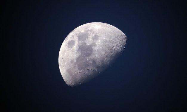 Huawei trabaja para que las fotos de la luna con el móvil den menos vergüenza